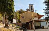 Ingresso del ristorante e scalinata della Basilica di Sant'Ubaldo